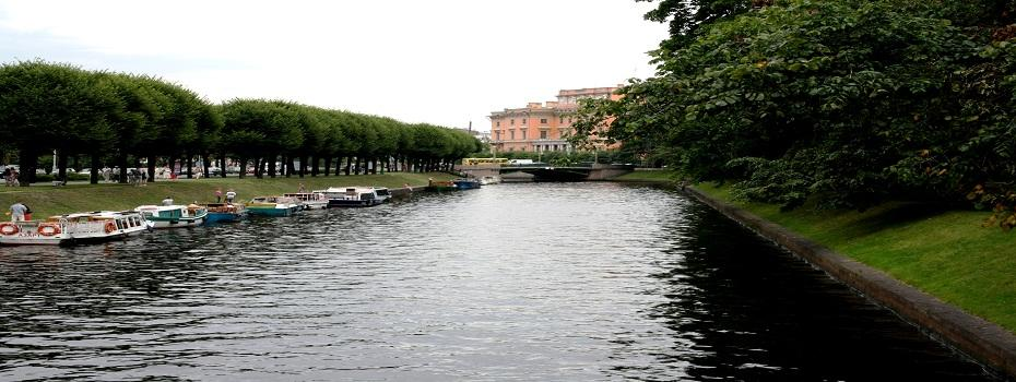 BOAT TOURS ALONG THE RIVERS AND CHANNELS....enjoy the atmosphere of the city born from water and built on islands